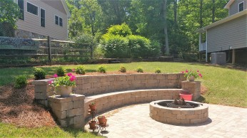 16′ long Colonial Castlemanor Grana sitting wall