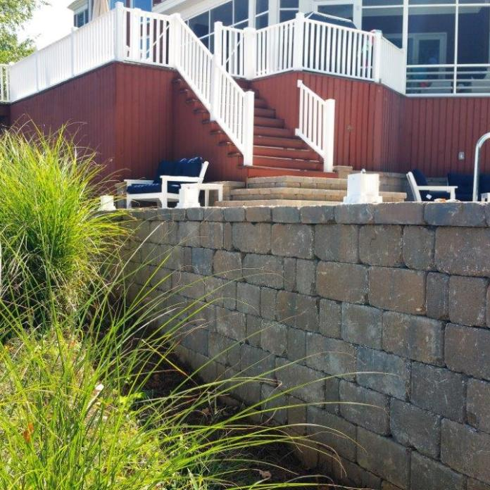 Colonial Castle Manor Grana retaining wall